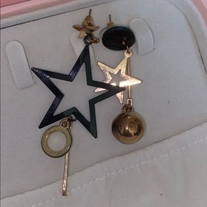 6For20 black and gold star ear rings